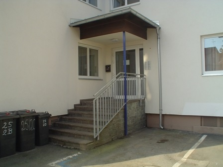 Eingang Überdachung Geländer
